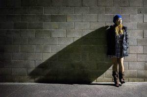 modelka na sesji zdjęciowej ubrań